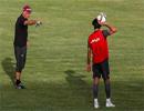 تمرین دروازهبان تیم ملی فوتبال ایران با توپ تنیس
