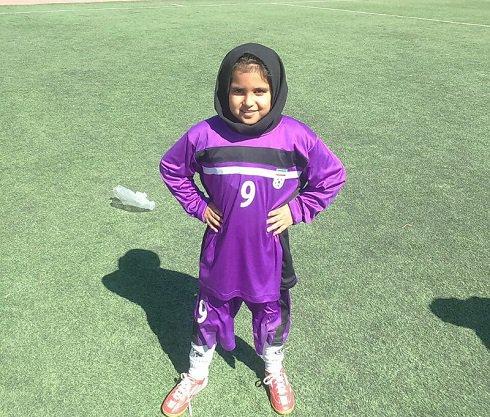 دختر عشق فوتبالی که عاشق خداداد عزیزی است! + عکس