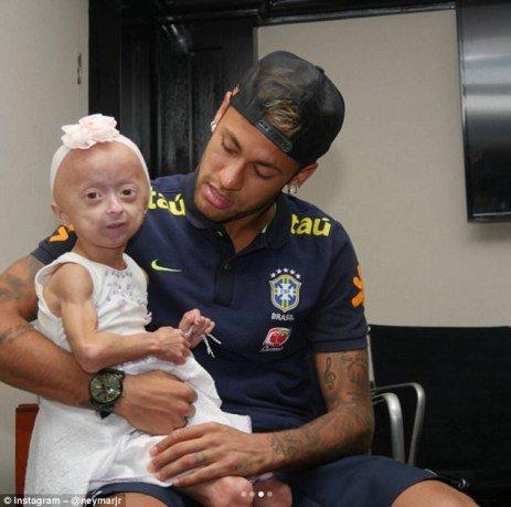 ملاقات نیمار با دختر بچه بیمار
