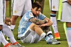 حمله آرژانتینی ها به مجسمه لیونل مسی و شکستن آن!