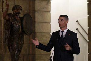 شیطنت های خاص کریس رونالدو در دیدار با رئیس جمهور کشورش!+تصاویر