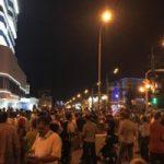 بازتاب جهانی اقدام جنجالی تماشاگران ایران در روسیه مقابل هتل پرتغالیها +عکس