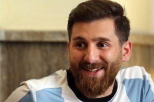دردسر سلفی هواداران فوتبال برای مسی ایرانی در روسیه +عکس