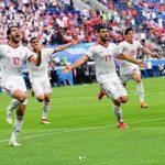 شادی دیدنی وزیر ورزش و علی کفاشیان پس از گل ایران در ورزشگاه!+تصاویر