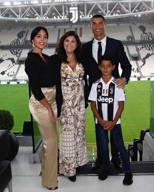 کریس رونالدو و خانواده اش