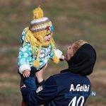 تصاویری زیبا از یک مادر فوتبالیست با اعمال شاقه در بازی لیگ بانوان