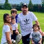 سوژه شدن لباس های همسر لیونل مسی و پسرش چیرو +تصاویر