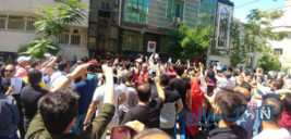 راهکار خانم همسایه برای متفرق کردن هواداران پرسپولیسی ها +تصاویر