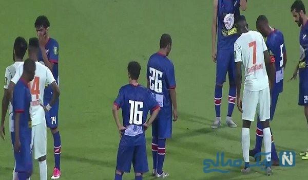 شوکه شدن بازیکنان در زمین فوتبال از صحنه ایی عجیب+ فیلم