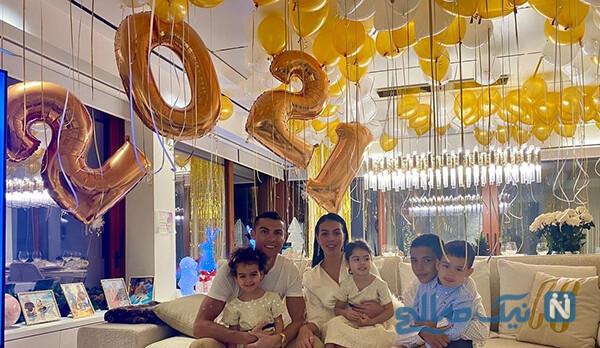 کریستیانو رونالدو با خانواده اش