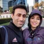 مهدی رجب زاده و همسرش با فرزندانشان در یک قاب