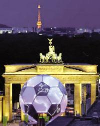 طولانی ترین زندگی مشترک – توپ ۱۵ متری جام جهانی