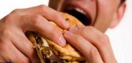 سه ماده غذایی که باعث بوی بد دهان میشود!