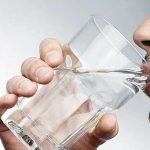 در طول یک روز چه مقدار باید آب باید نوشیده شود؟!