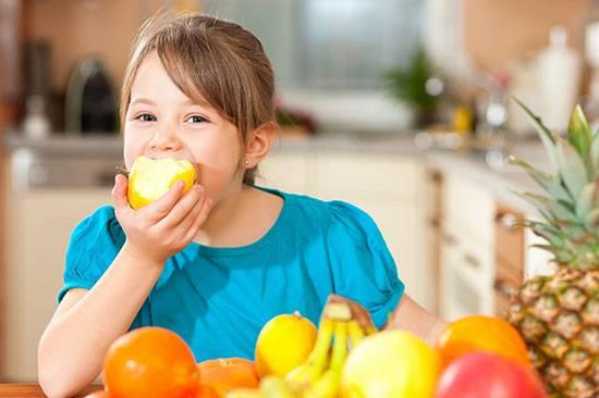 خوردن میوه جات