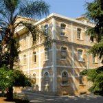 ژست یک روحانی ایرانی در دانشگاه فرانسوی لبنان