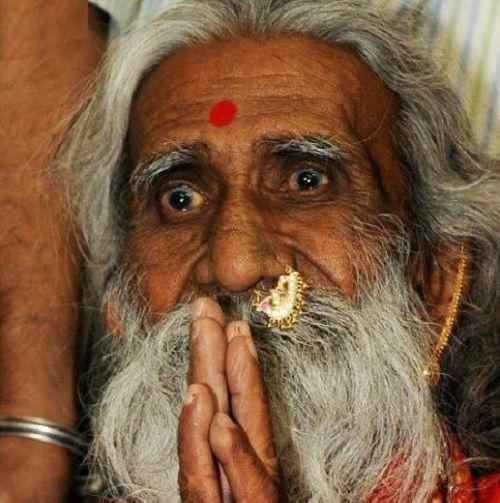 عکس/ این پیرمرد ۷۰سال آب نخورده است