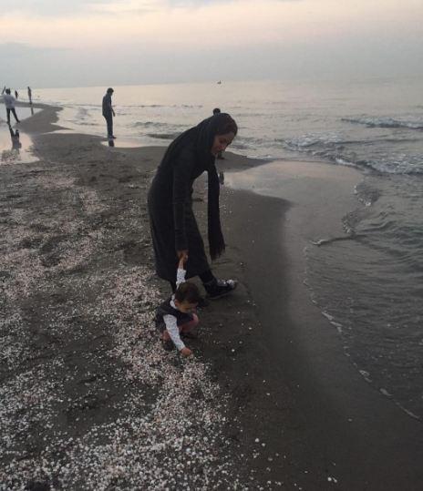 مهناز افشار و دخترش در لب دریا+عکس