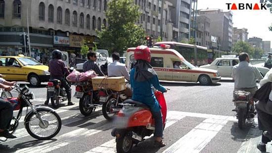 عکس: دختر موتور سوار در خیابان انقلاب!