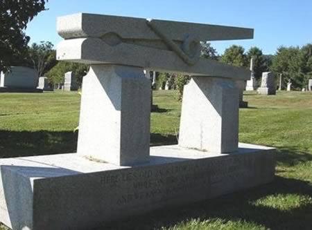 سنگ قبرهای عجیب و دیدنی+تصاویر