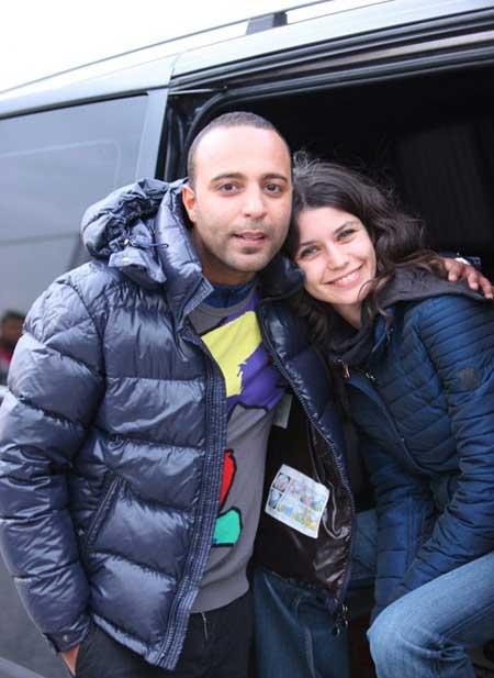 بازیگر ترکیه ای حیات ژست جالب آرش در کنار سمر بازیگر ترکیه ای+ عکس