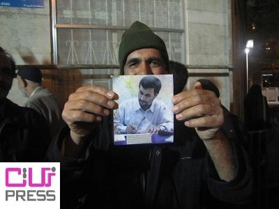 یادگاری احمدینژاد برای این پیرمرد/عکس