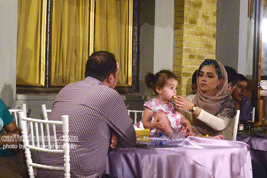 «حنا» دختر بانمک ترانه علیدوستی در مراسم افطاری سریال شهرزاد+تصاویر