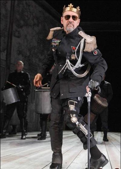واکنش جالب بازیگر برنده اسکار به بی مبالاتی یک تماشاگر در حین اجرای تئاتر+عکس