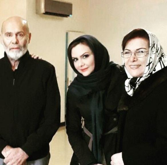 نیلوفر امینی فر مجری صداوسیما در کنار جمشید هاشمپور و همسرش!+تصاویر