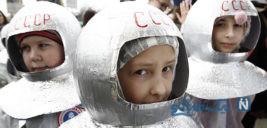 دیدنی های جذاب روز – شنبه ۲۴ فروردین! از تظاهرات حامیان آسانژ تا روز جهانی کیهان شناسی در مسکو