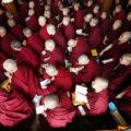دیدنی های جذاب روز – شنبه ۱۳ مهر! از کلاس درس دالایی لاما تا نمایشگاه کیک در لندن