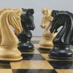 معمای حرکت اسب ها به نوبت ، بیشینهی مقدار k چند است؟