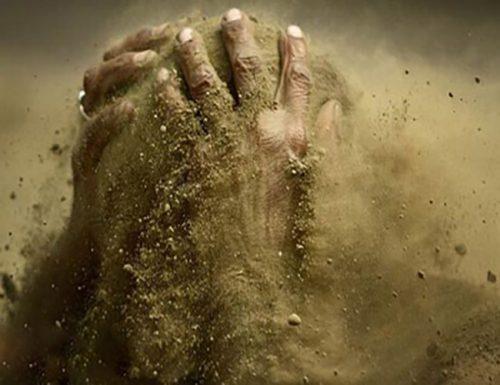 ضرب المثل خاک بر سر