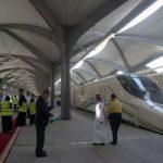 عربستان زنان برقع پوش را خدمه قطار کرد!