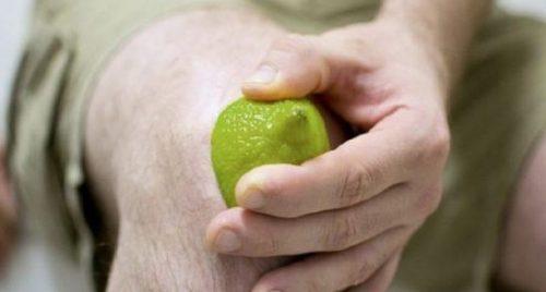 برطرف کردن تیرگی پوست زانو