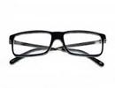 چگونه لکه های ایجاد شده بر اثر عینک را از بین ببریم