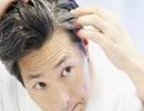 آیا کندن موهای سفید باعث زیاد شدن آنها میشود؟
