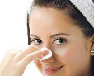 جوش های سر سیاه صورت خود را در خانه درمان کنید!
