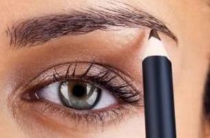 مداد ابرو چه ضررهایی برای ابروهای شما دارد؟!