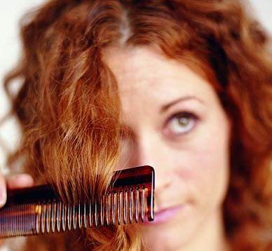 ریزش مو و راه حلی برای درمان این معضل نگران کننده خانم های جوان!