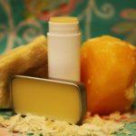 روش تهیه یک محصول طبیعی برای لب های شما!
