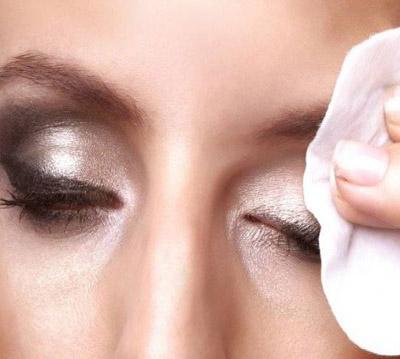 بهترین پاک کننده آرایش را از ماست و خیار تهیه کنید!