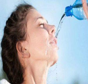 پوستی سالم و بدون چین و چروک با نوشیدن آب!