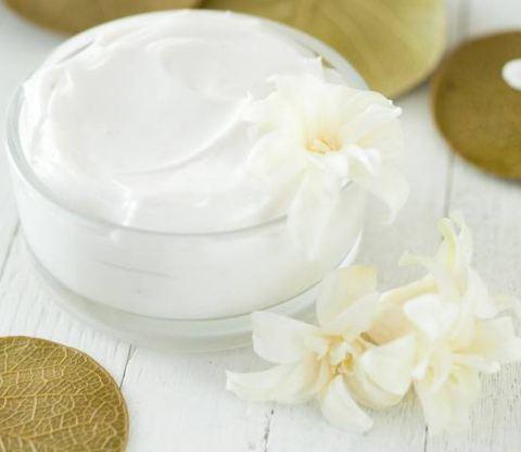 کاربردهای وازلین در زیبایی پوست و موهای شما