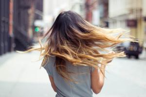 رنگ کردن موهای بلند خود را اینگونه انجام دهید!