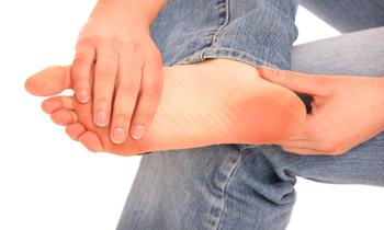 درمان خانگی برای رفع کردن ترک های کف پا
