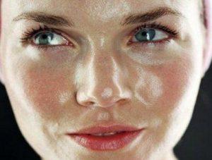 روش های کنترل کردن چربی پوست صورت!